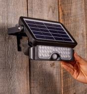 Personne pivotant la lampe DEL solaire à détecteur de mouvement