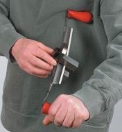 Sharpening a drawknife blade