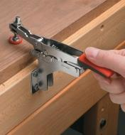 17F7211 - Small Bessey Perpendicular-Mount Horizonal Auto-Adjust Toggle Clamp, each