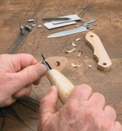 Carving the knife handle