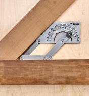 Measuring the inside angle of a workpiece with the Workshop Protractor