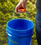 Carrying a bucket using a Bigg Gripp bucket handle