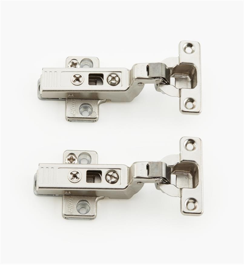 00B1404 - Charnières Blum Clip Top 94° à petit boîtier, porteencastrée, la paire