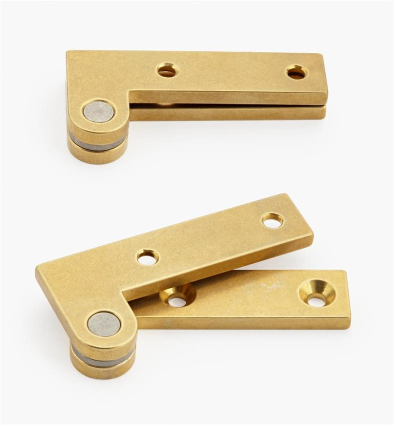 "05H0137 - 7/8"" x 1 7/8"" x 1/8"", Brass Double-Offset Knife Hinges, pair"