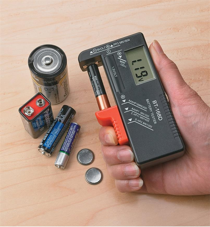 Testing an AAA battery using the Battery Tester