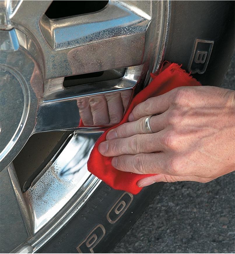 54Z1510 - Produit d'entretien pour les métaux Autosol, 75ml