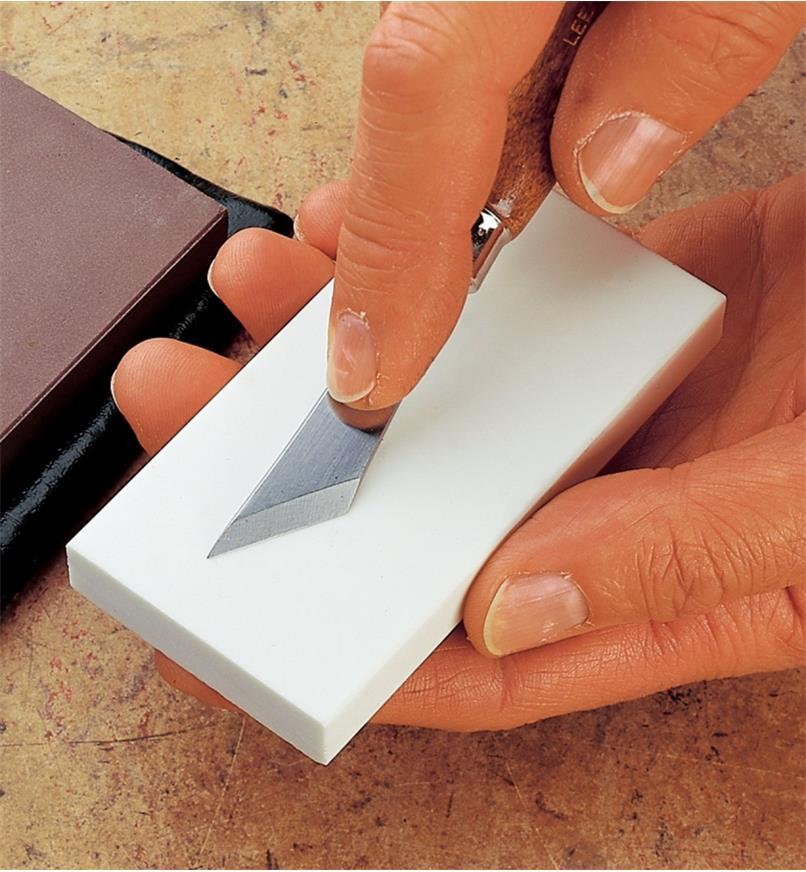60M2102 - Pierre en céramique de grain8000