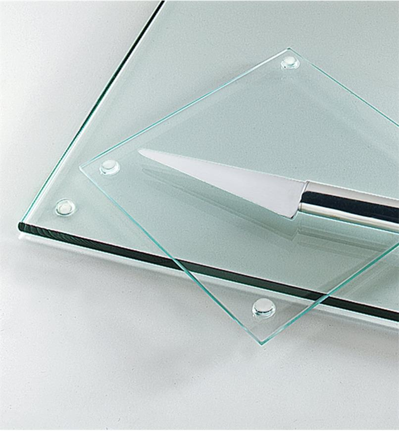 Dimple bumpers used as feet for glass cutting boards