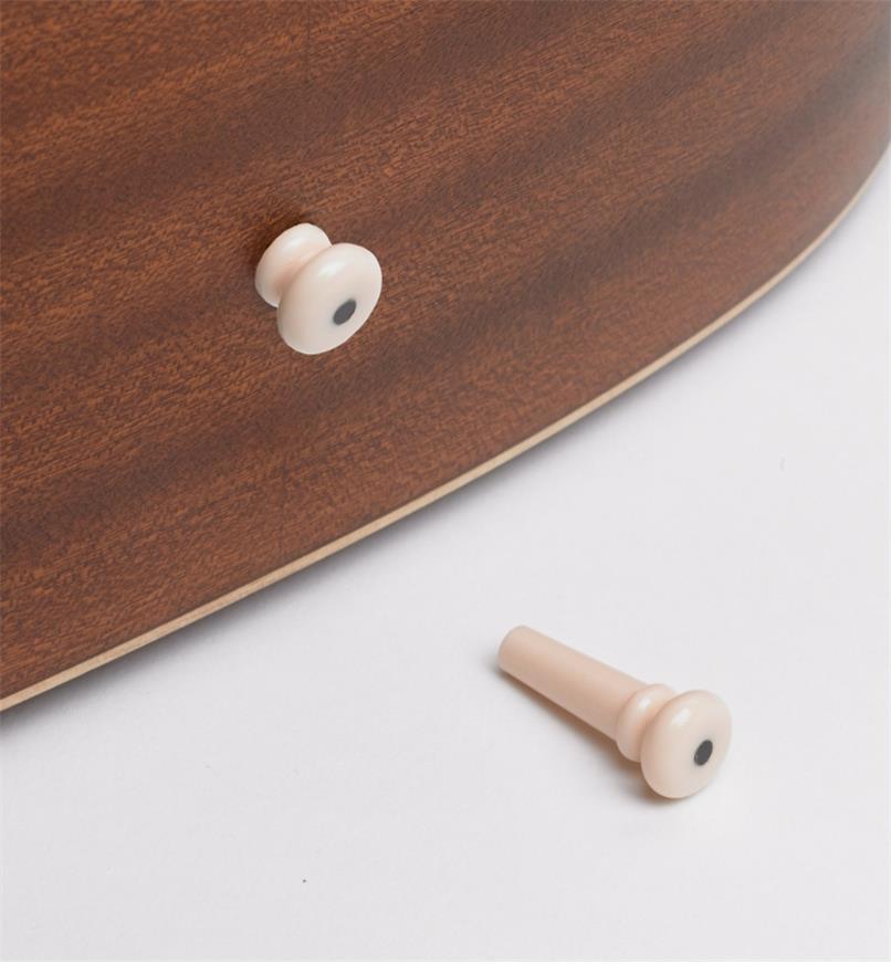 60J0295 - Cheville fixe-courroie pour guitare, plastiqueABS, l'unité