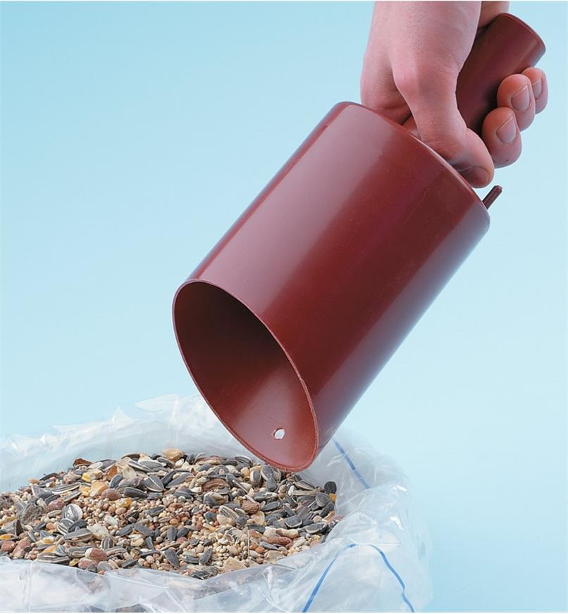 AD534 - Funneling Bird Seed Scoop