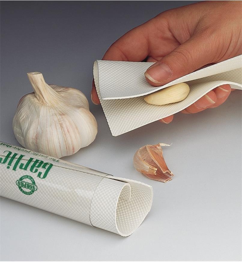 EM350 - Garlic Peeling Mat