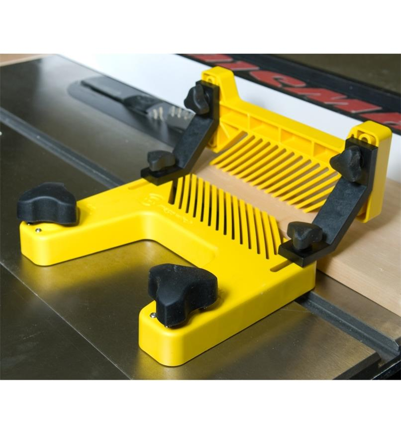 MagSwitch Magnetic Featherboard & Hold-Down Attachment