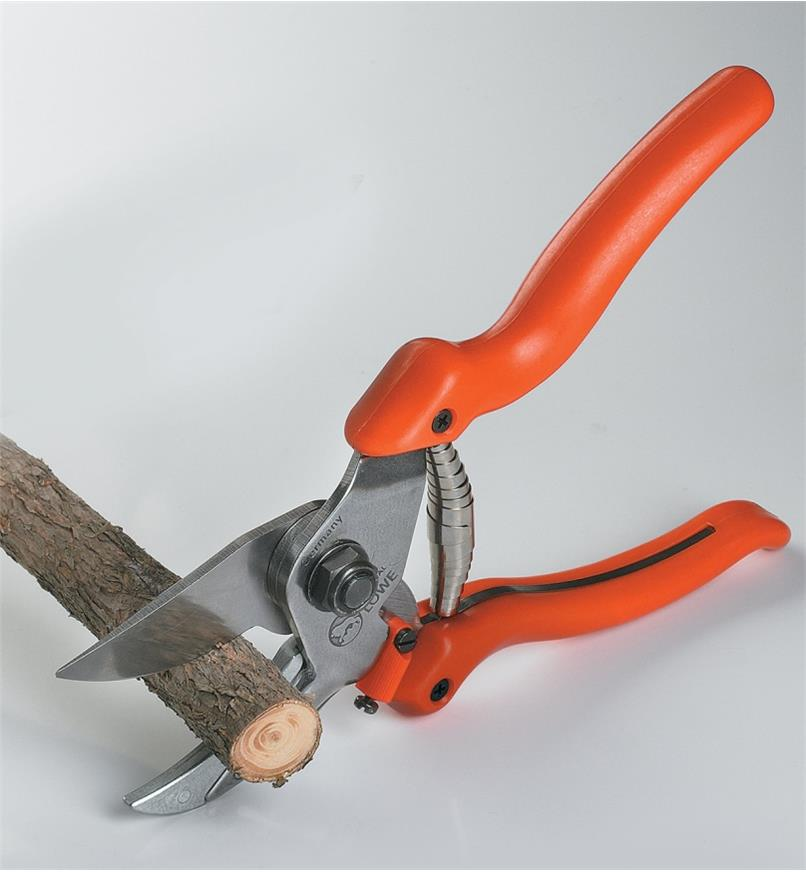 AB372 - Löwe Curved Anvil Pruner,Model #8.104
