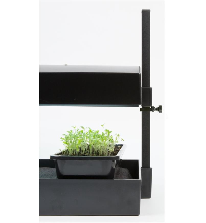Ensemble de jardinage intérieur à DEL standard réglé pour être proche des plantes