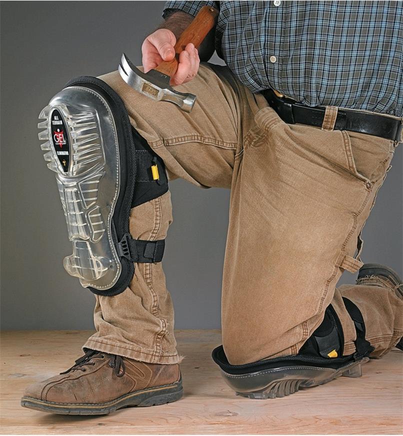 67K7435 - Premium Knee Pads, Large