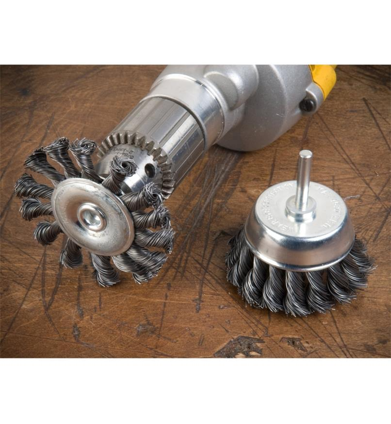 09A0174 - Knotted-Wire Wheels (2)