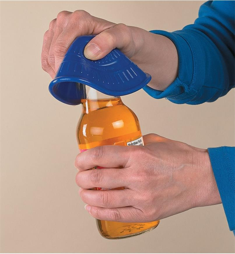 Using the Silicone Jar Opener to open a drink bottle