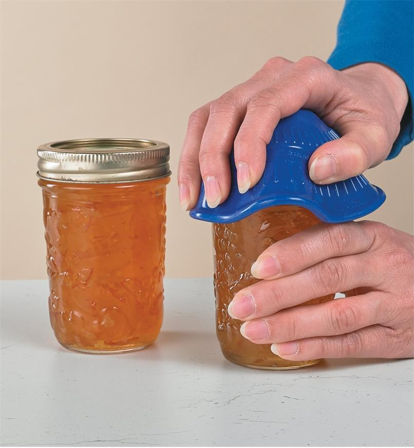 Using the Silicone Jar Opener to open a Mason jar