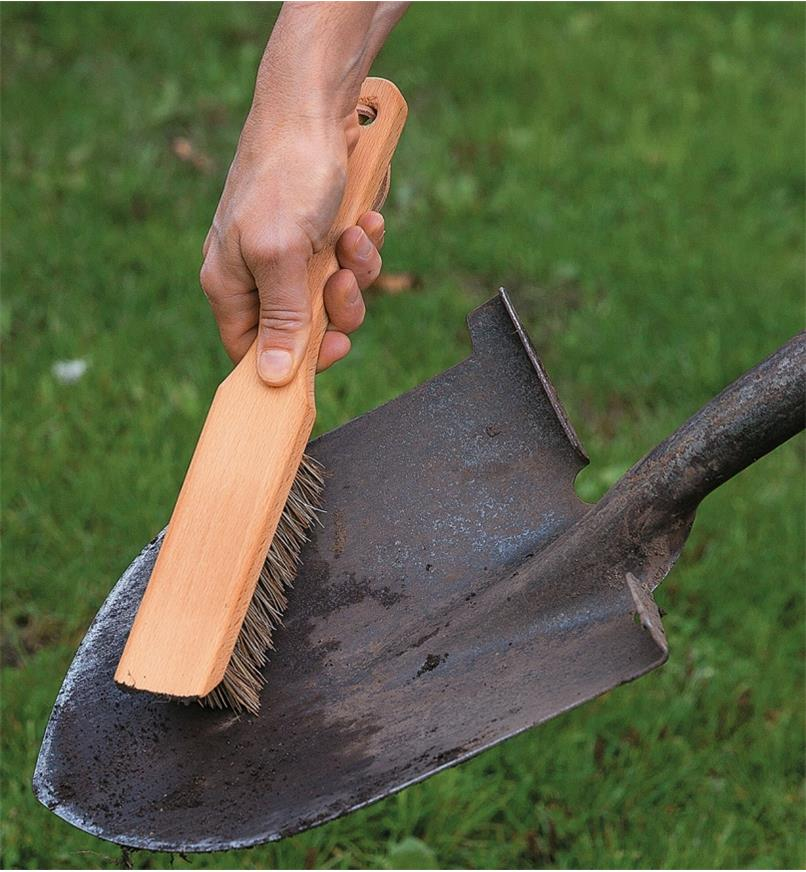 Cleaning a spade with the Toolshed Brush