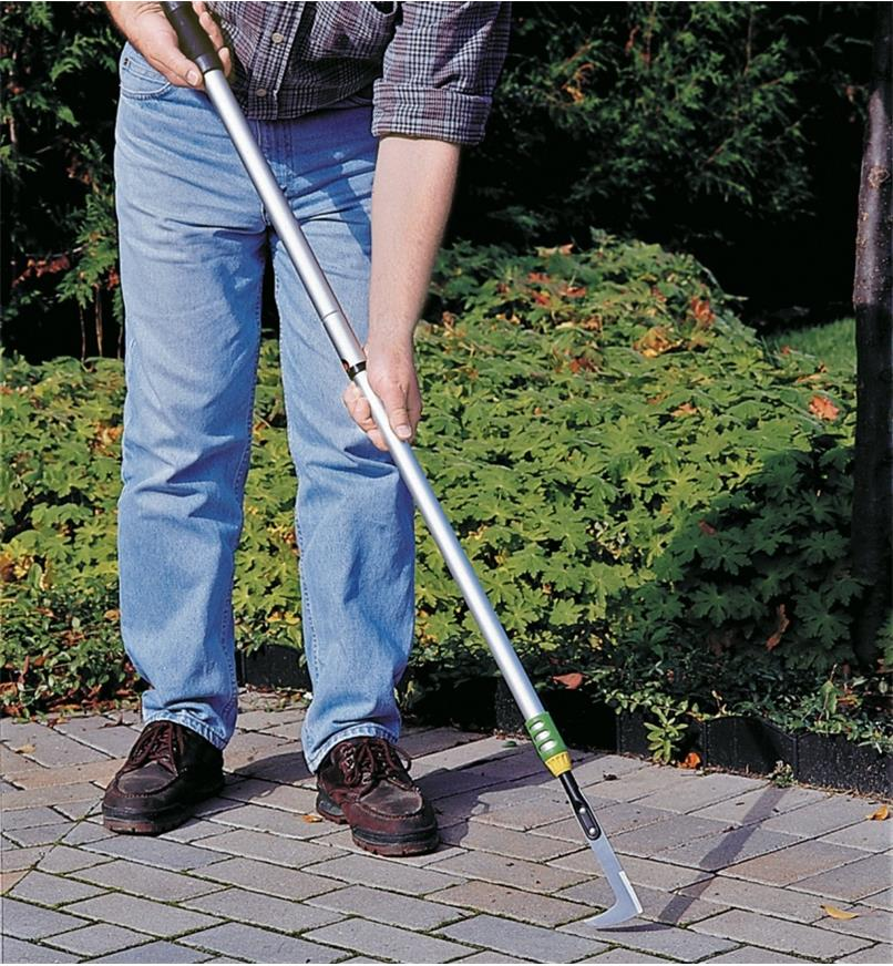 PD405 - Telescoping Crack Weeder
