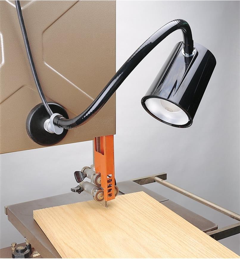 17J3040 - Utility Lamp