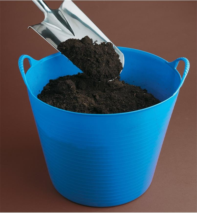Filling a Tubtrug with soil using a spade