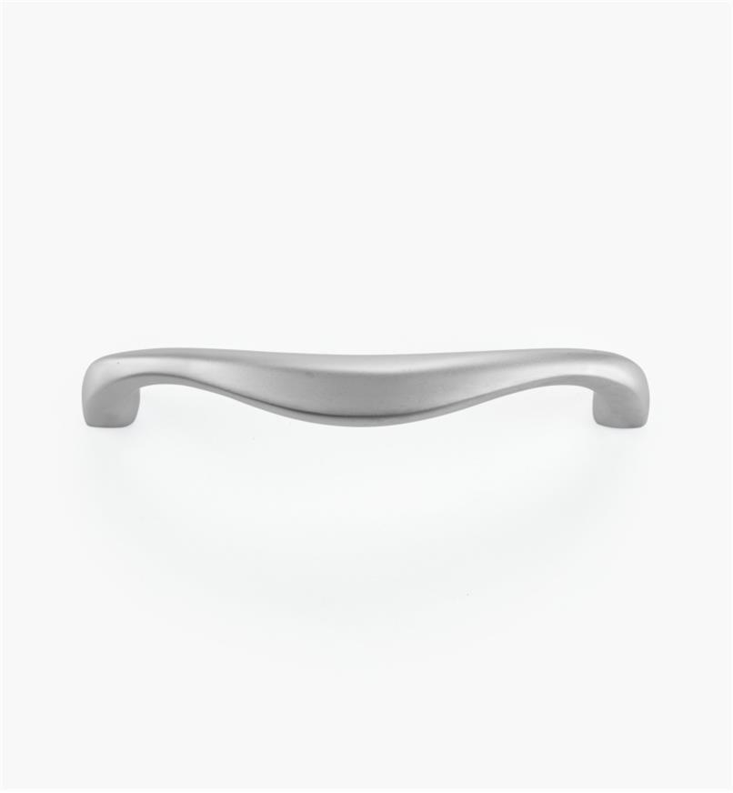 00W5866 - Poignée en laiton coulé, fini chrome mat, 96 mm