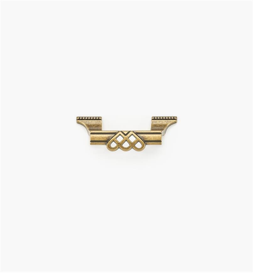 01A3010 - Poignée ornée d'entrelacs et de perles de 3 7/8 po, fini laiton antique (64 mm)