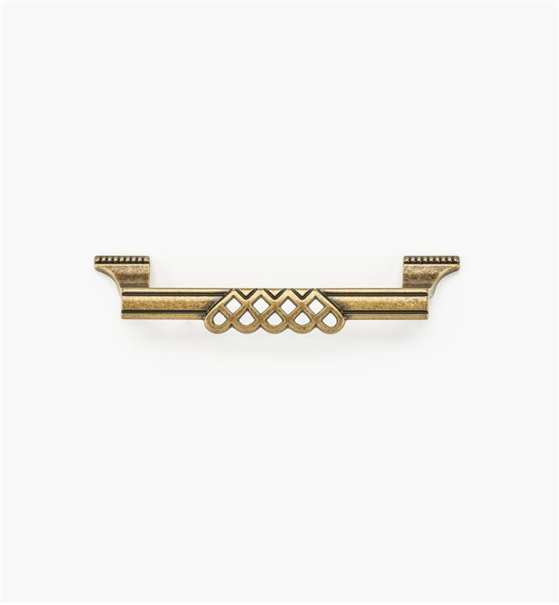 01A3014 - Poignée ornée d'entrelacs et de perles de 6 3/8 po, fini laiton antique (128 mm)