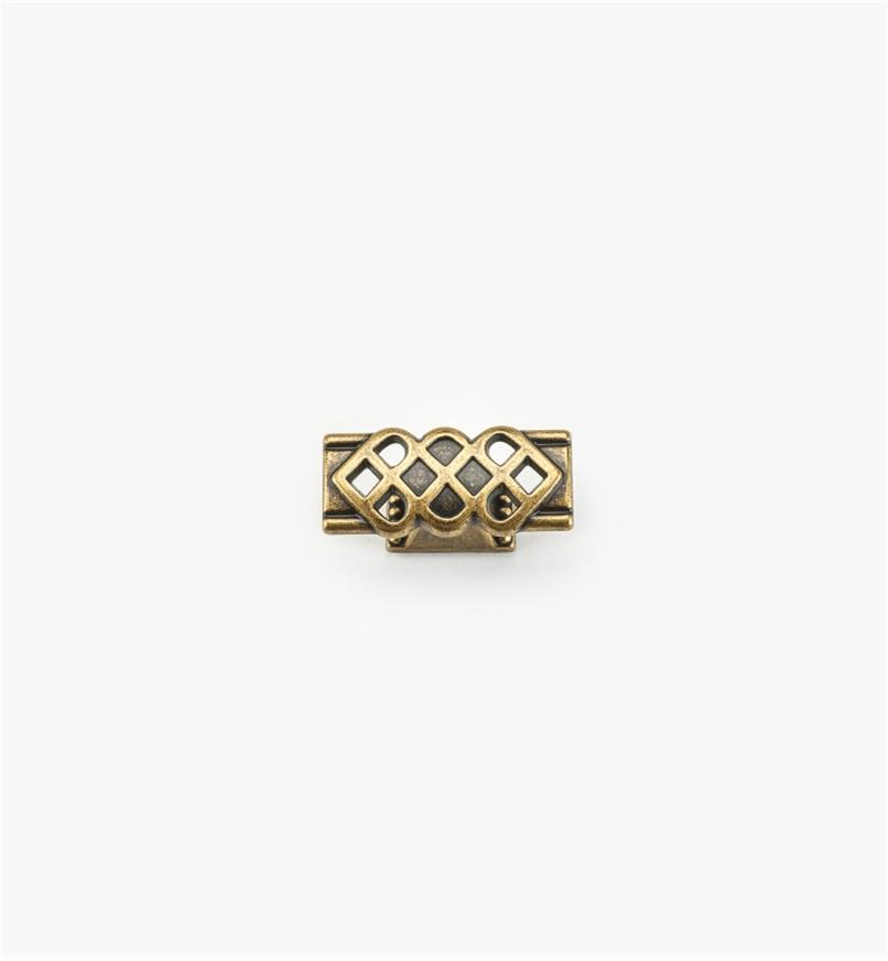 01A3018 - Bouton orné d'entrelacs et de perles de 1 15/16 po x 7/8 po, fini laiton antique