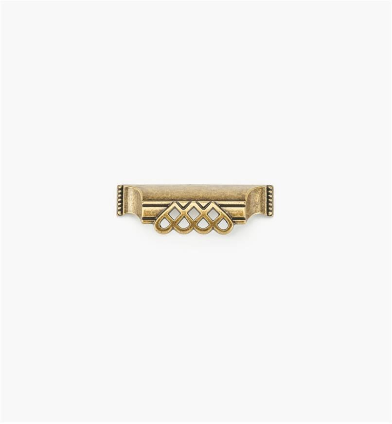 01A3019 - Poignée en coupelle ornée d'entrelacs et de perles de 3 15/16 po, fini laiton antique (64 mm)