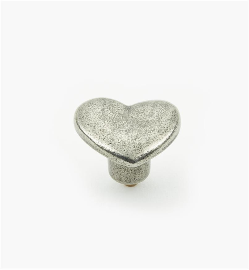 01W4084 - Bouton en coeur de 11/4po x 13/16po, en étain
