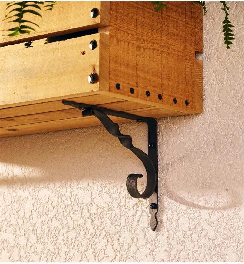 00S2791 - Natural, Twist, Wrought-Iron Shelf Bracket, each (145mm x 185mm)
