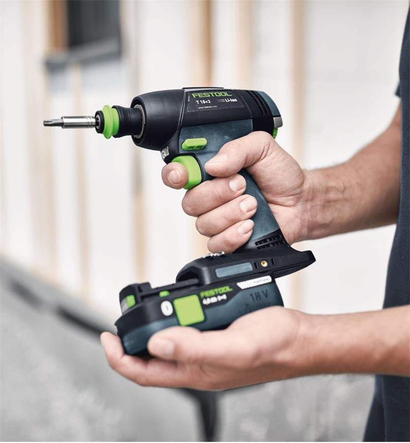 Installing the HighPower BP 18 Li 4.0 battery on the Festool T 18+3 Cordless Drill