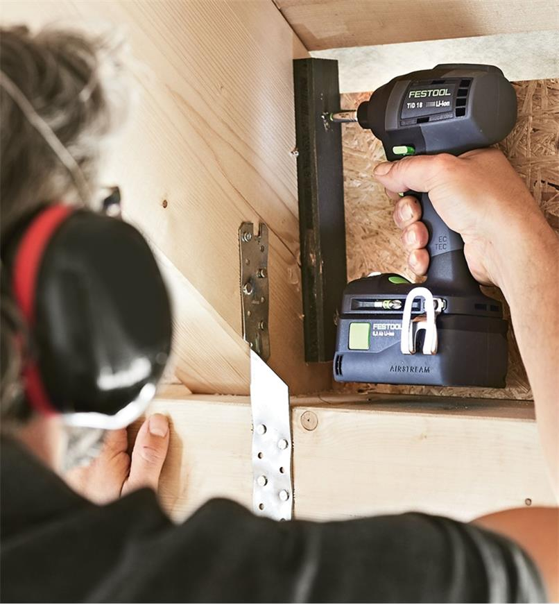 Fastening a metal bracket using the Festool TID 18 Cordless Impact Screwdriver
