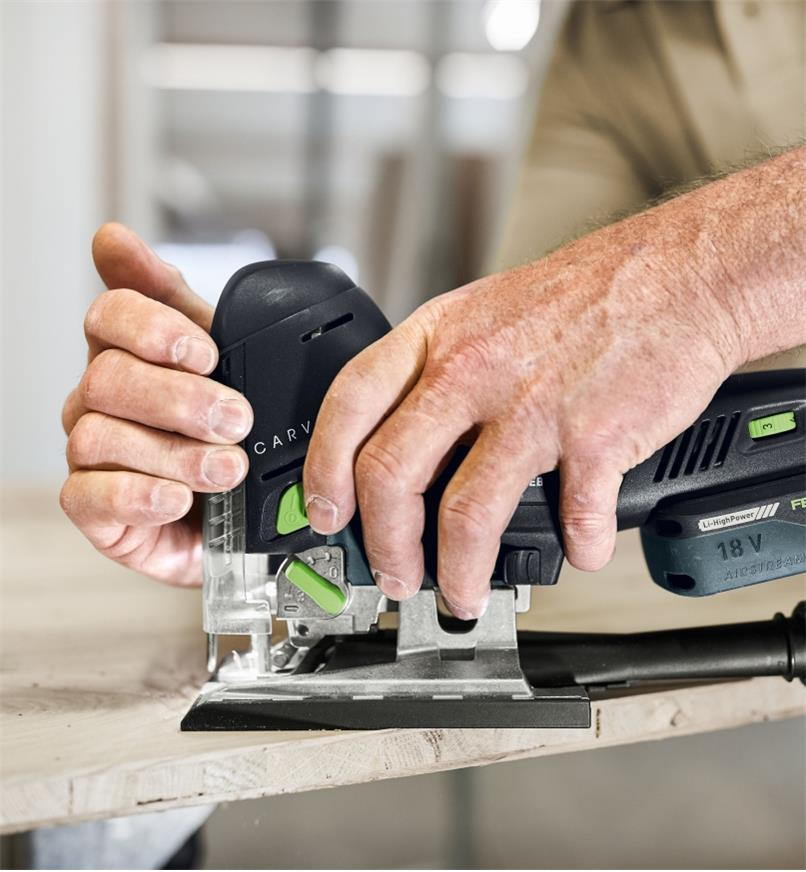 Cutting a workpiece using the Festool Carvex PSC 420 Cordless Pendulum Jigsaw
