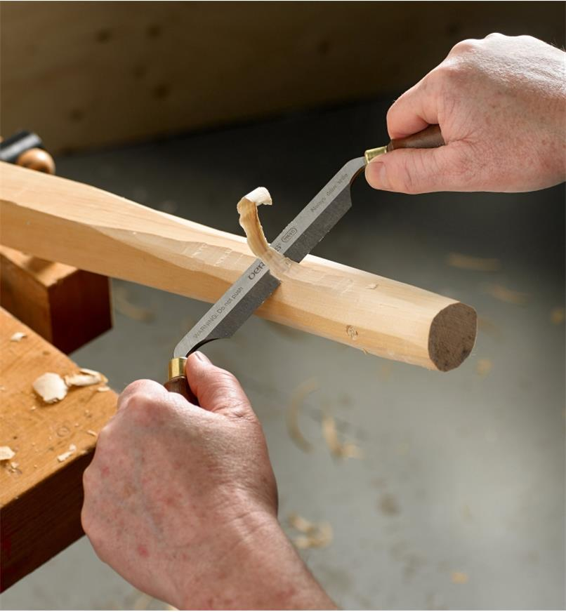 Rounding a chair leg with the Veritas PM-V11 Carver's Drawknife