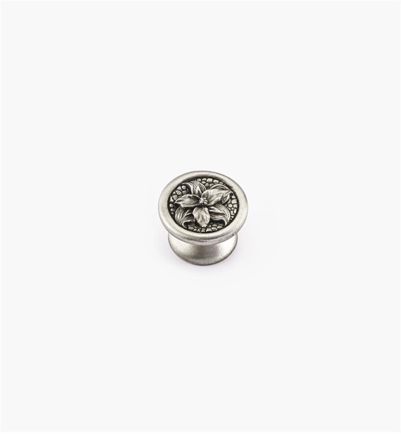 00F2607 - Bouton fleur de trille, série Nature en étain, 1 5/16 po x 7/8 po
