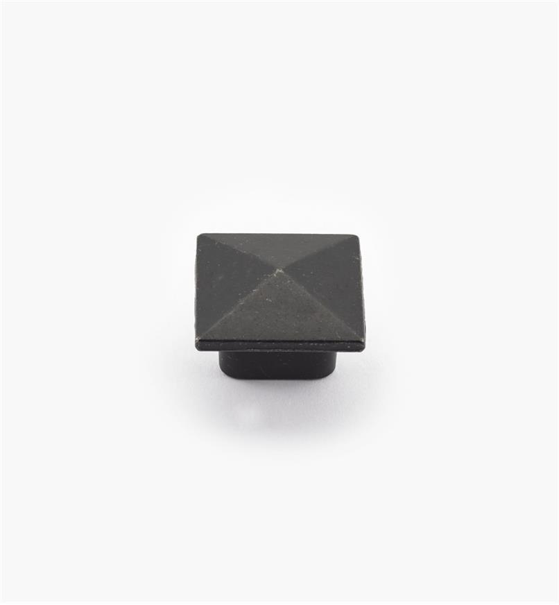 01G6220 - Bouton carré de 1 1/8 po x 7/8 po, série Mission, fer ancien