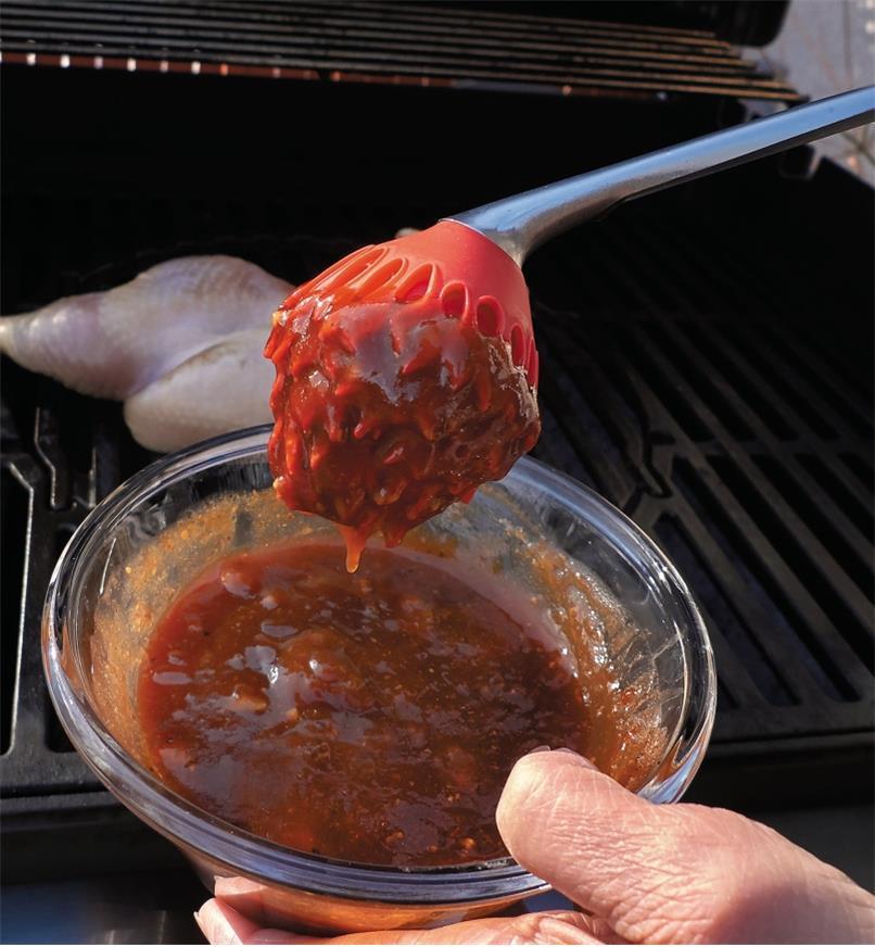 EM320 - Long-Handled Sauce Mop