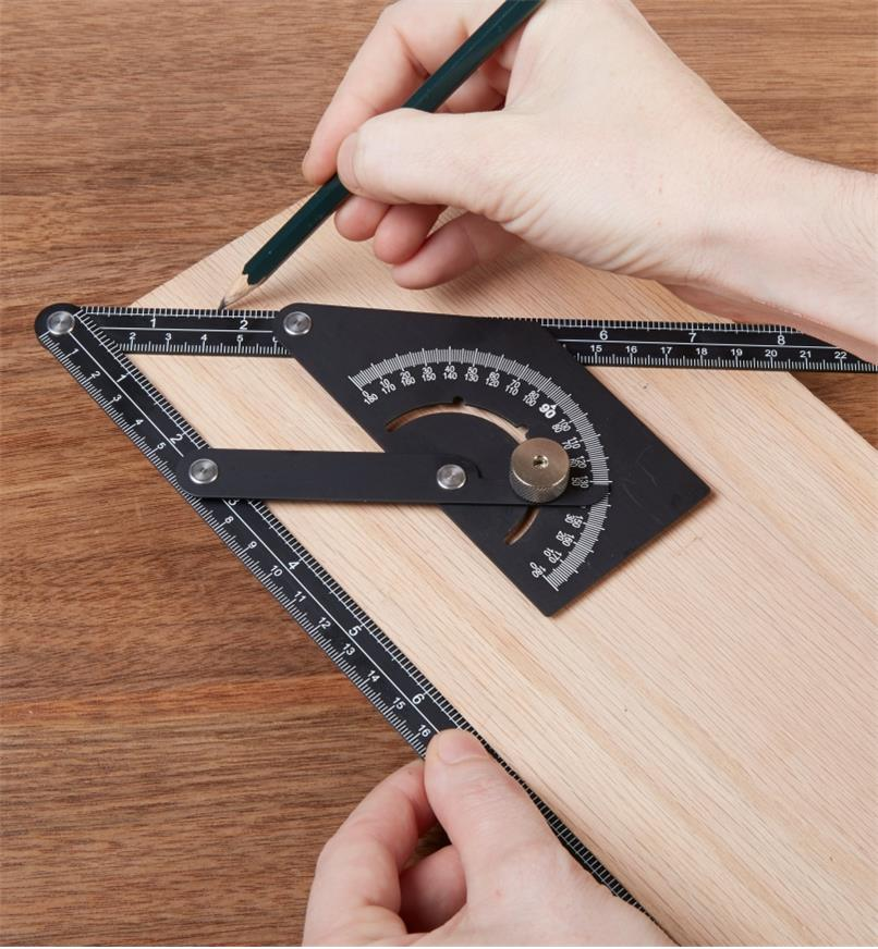 Using a Protractor Square to transfer an angle to a workpiece