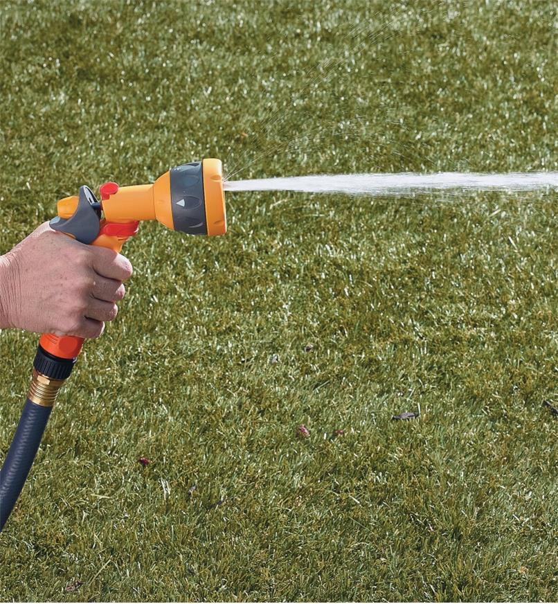 Hozelock Lightweight Sprayer spraying a fast-fill pattern