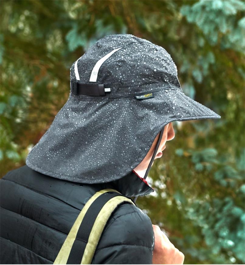 Water drops beaded on the adventure waterproof hat