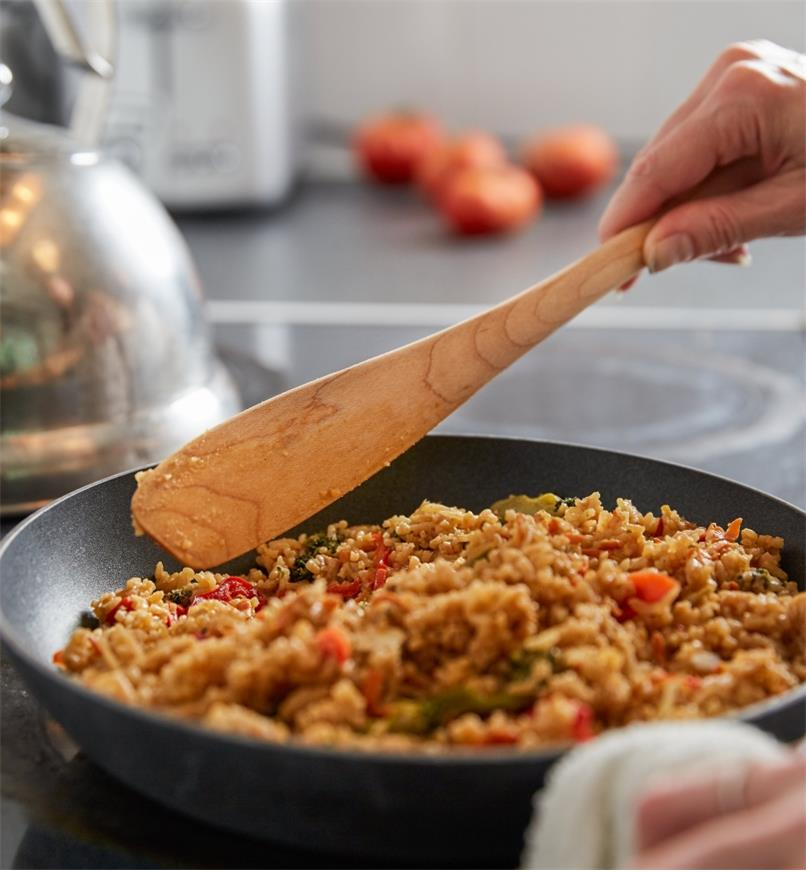 Cooking jambalaya in a frying pan using a mapleware narrow spatula