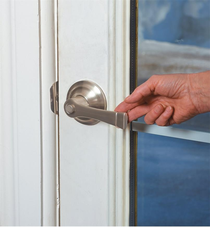 Pulling on the Harper door handle to open the door