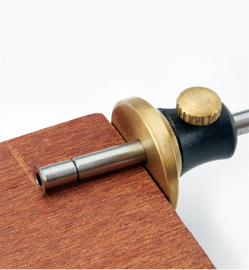 Cutting a line in wood with a Veritas Miniature Marking Gauge
