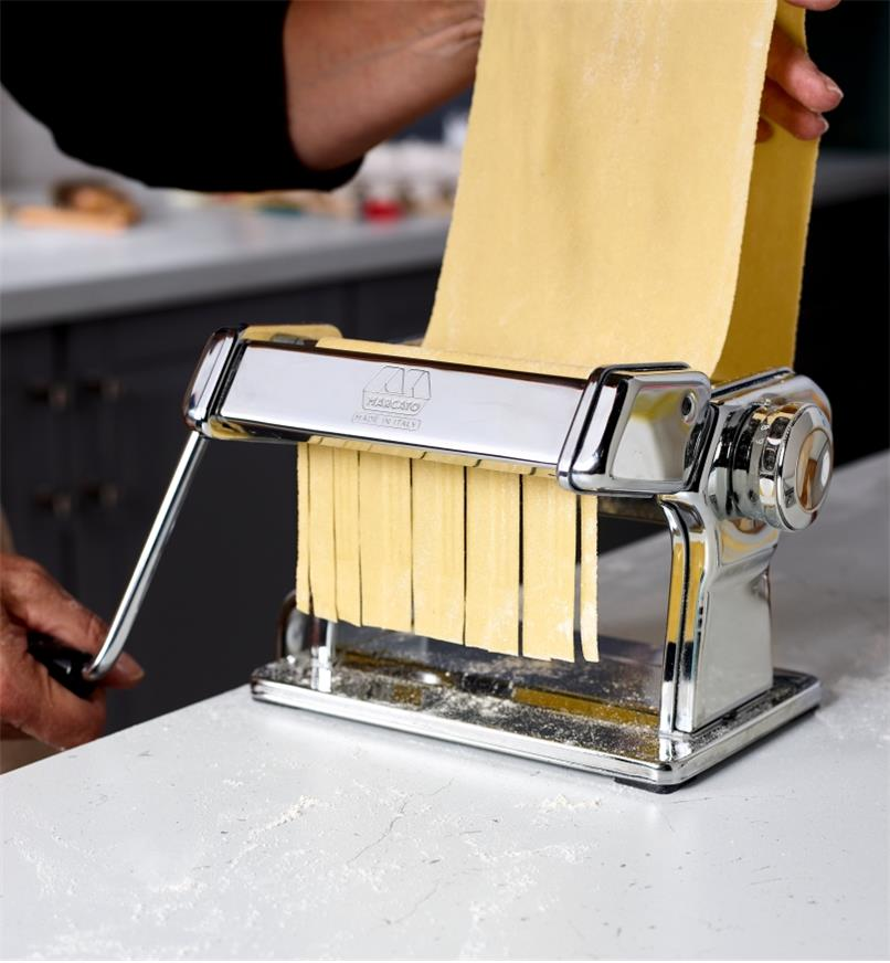 Making fresh lasagnette noodles using a Marcato pasta machine with the lasagnette cutter attachment