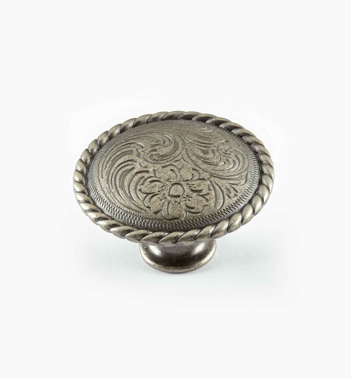 02A4602 - Bouton de 11/2pox 7/8po, série Acanthus, fini argent ancien