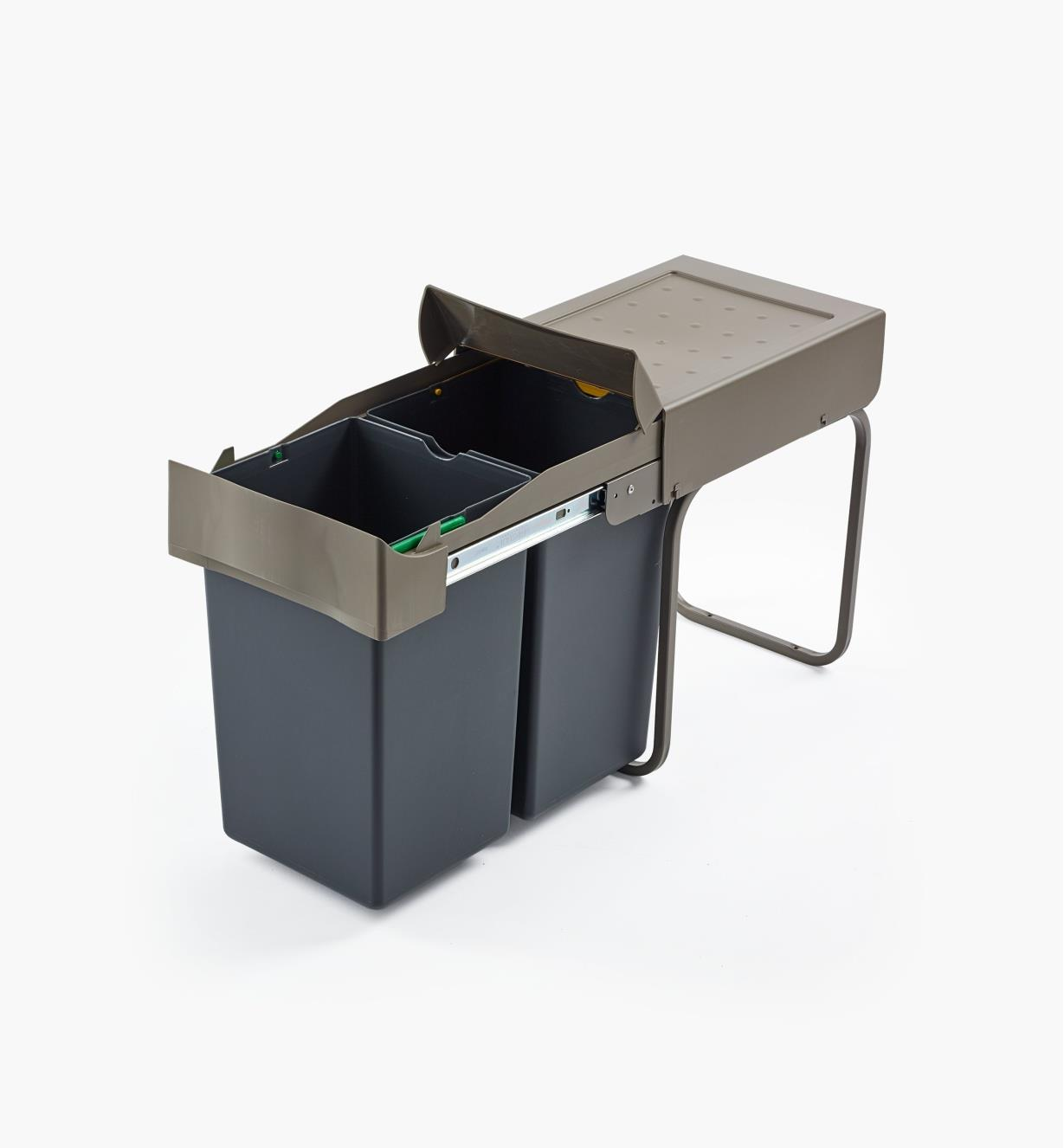12K7820 - 28l Bottom-Mount Sliding Waste Container