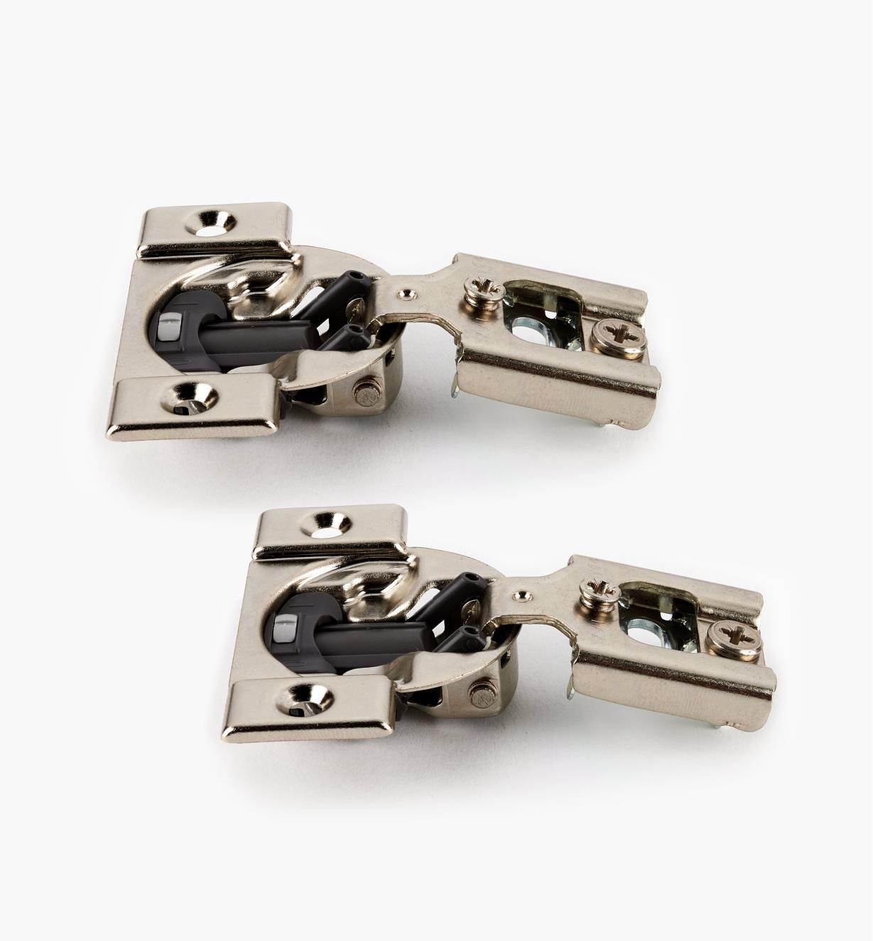 00B1814 - Charnières Blumotion compactes105°, porte à demi-recouvrement, la paire
